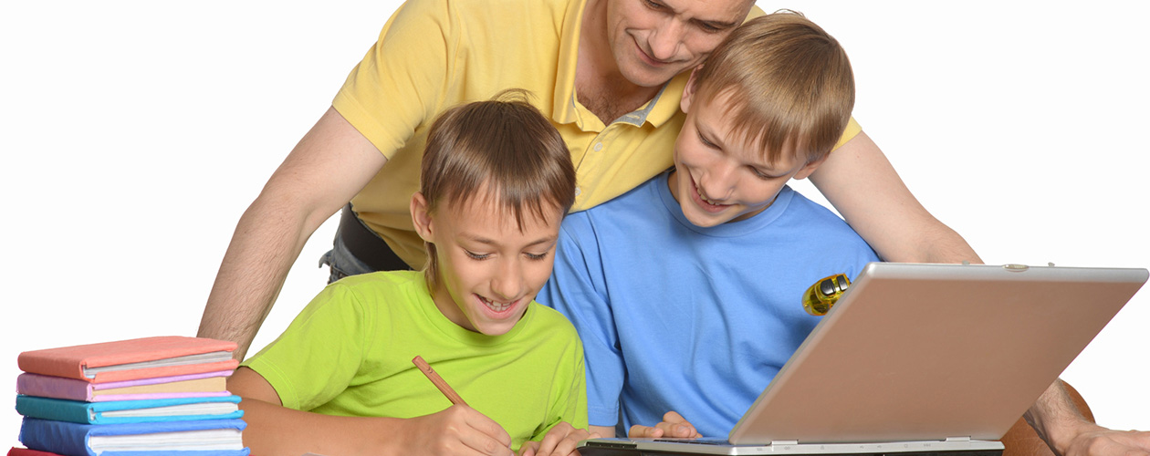 zum Schulbeginn gemeinsam lernen am moll Kinderschreibtisch